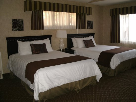 Rosedale Inn: Two Queen Beds