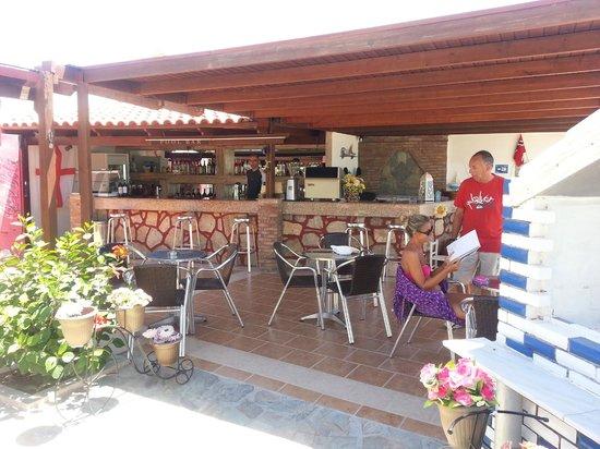 Bar e ristorante dell 39 hotel su spiaggia foto di agios for Ristorante kos milano