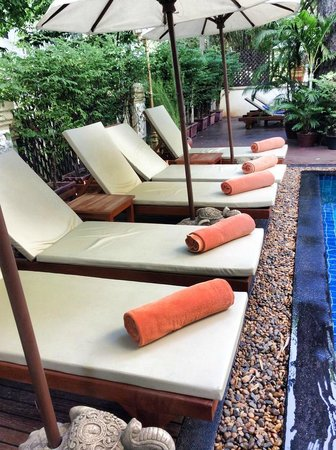 Grand Sunset Angkor Hotel : Comfortable benches