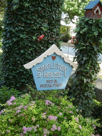 11 Singleton House : Welcome sign