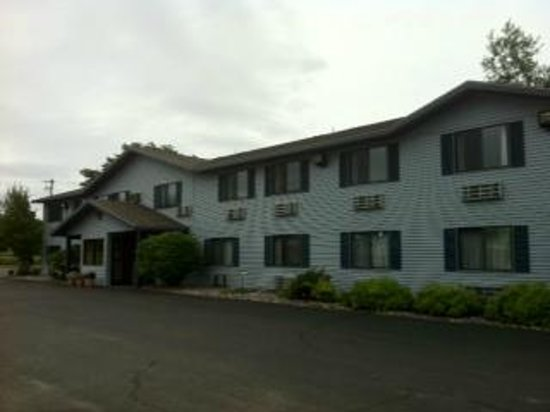 Americas Best Value Inn : Exterior, parking lot side