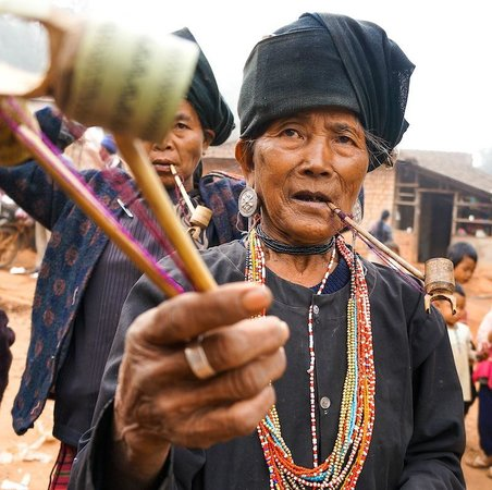 Hill Tribe Village : Greeted by vendors in Kyaing Tong