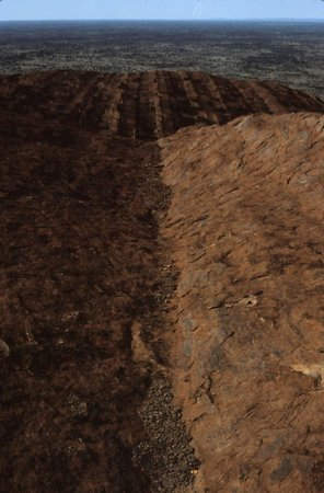 Ayers Rock Scenic Flights: So sieht der Ayers Rock oben aus