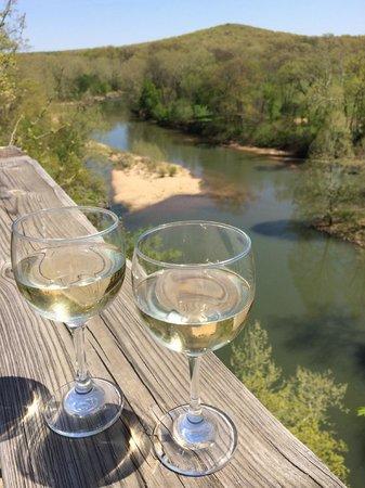 Casa de Loco Winery: wine over the water