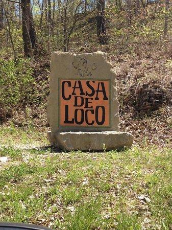 Casa de Loco Winery: entrace sign