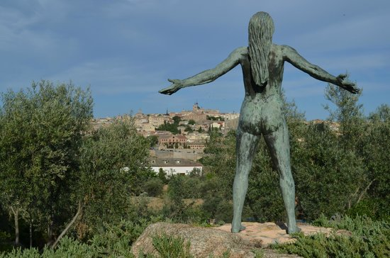 Cigarral El Bosque: Sculpture and View of Toledo