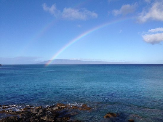 Napili Kai Beach Resort: We were greeted with the amazing double rainbow on our last morning
