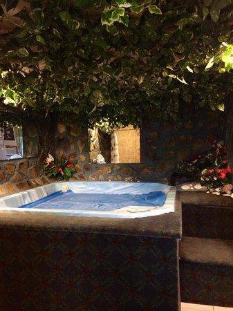 Bennett Bay Inn: Hawaiian Room - Hot Tub