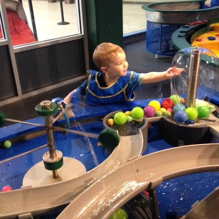 KidsQuest Children's Museum: Water table