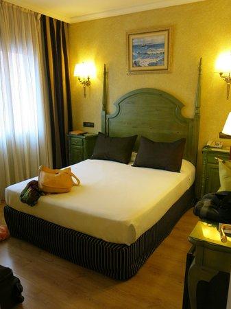 Salles Hotel Ciutat del Prat : The room