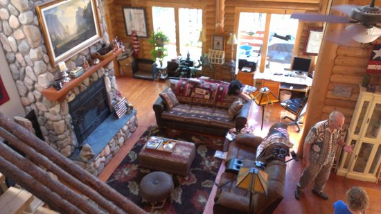 The Cub Inn Bed & Breakfast: Big living room