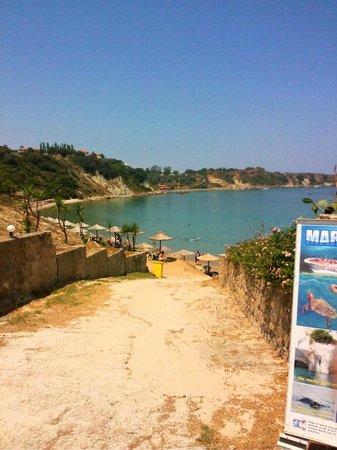 Hotel Gerakas Belvedere Luxury Suites: пляж