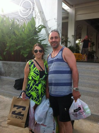 Phuket Shopping Tours: Jen & Jo's goodies! No wonder they needed an extra suitcase!