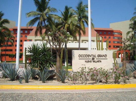 Occidental Nuevo Vallarta: Front of resort