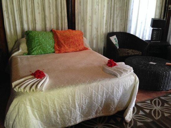 Le Lagoto Resort & Spa: double bed, 2 singles on opposite side