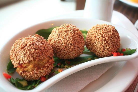 Achiote Ecuador - Cuisine: Bolones de verde w/ chicken - unbelievably good