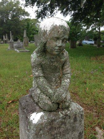 Magnolia Cemetery: all alone