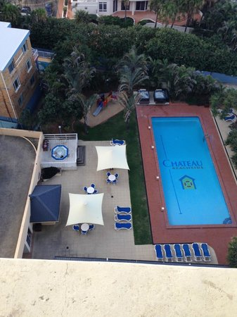 Chateau Beachside: Lovely big Pool, 3 Jacuzzis and a BBQ