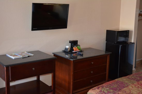 Magnuson Hotel Virginia Beach: Corner King Room