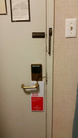 Ramada Waukegan Great Lakes: Door