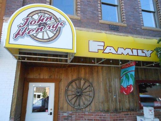 John Henry's Family Restaurant and Casino: Front