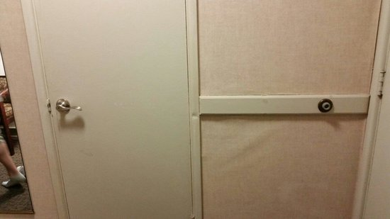 Ramada Waukegan Great Lakes : Wall in the room