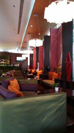 VIE Hotel Bangkok, MGallery by Sofitel : Beautiful ambiance at hotel lobby!