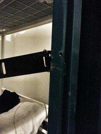Lagan Backpackers: Broken locker in Room 10