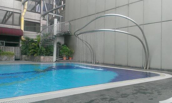 Furama City Centre: NIce Pool
