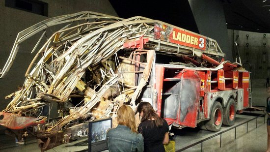 National September 11 Memorial und Museum: Fire truck found in the wreckage