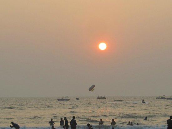Baga Beach: Это называется - шумный пляж!