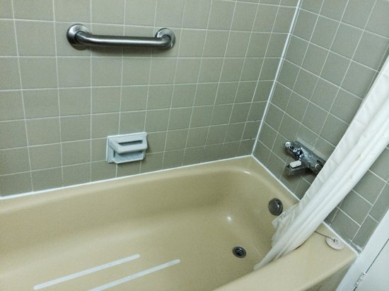 Howard Johnson Plaza Hotel Windsor: Superior Queen bathroom
