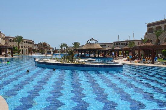 SENTIDO Mamlouk Palace Resort : Один из бассейнов
