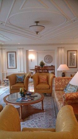 Palazzo Versace: Lounge / dining room