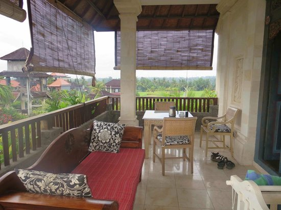 Honeymoon Guesthouses: Room 38 porch