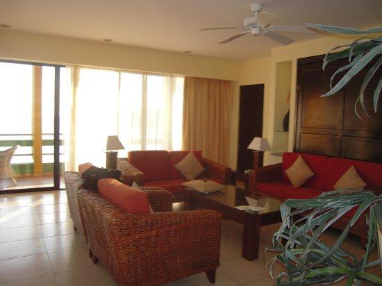 El Cid El Moro Beach Hotel: Living room of our suite