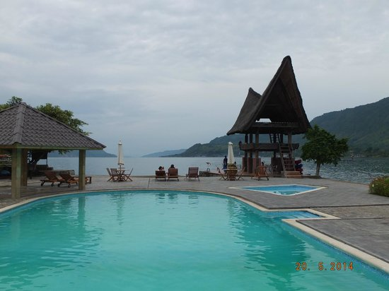 Swimming pool tabo cottage with a view of lake toba picture of tabo cottages samosir island for Cottages in the lakes with swimming pools
