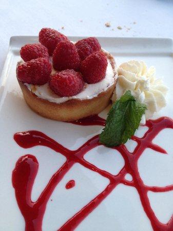 Longboards Bar & Grill: Lemon and raspberry tart