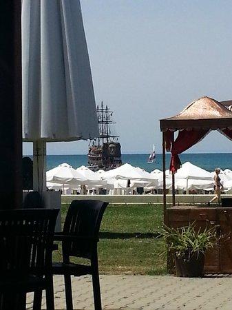 Larissa Beach Club: Кораблик для прогулок