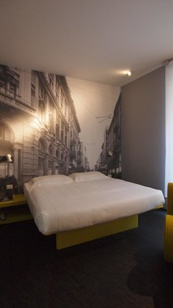 TH Street Duomo: Bed and bedroom generally