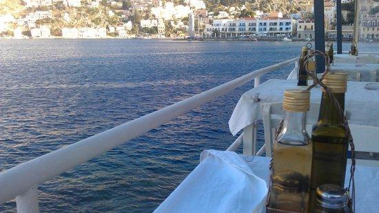 Tholos : Blick vom Restaurant über die Bucht