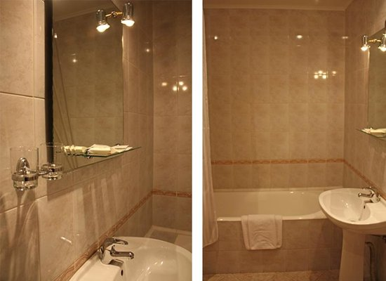 Ozerkovskaya Hotel: Bathroom in the standard room