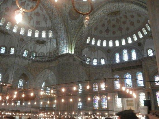 Mosquée Bleue (Sultan Ahmet Camii) : Стены Голубой мечети выложены из мрамора благородного голубого цвета
