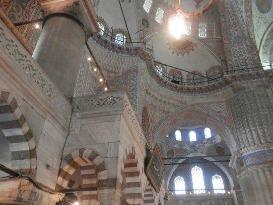 Mosquée Bleue (Sultan Ahmet Camii) : Убранство Голубой мечети внутри помещения