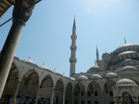 Mosquée Bleue (Sultan Ahmet Camii) : Внутренний дворик Голубой мечети