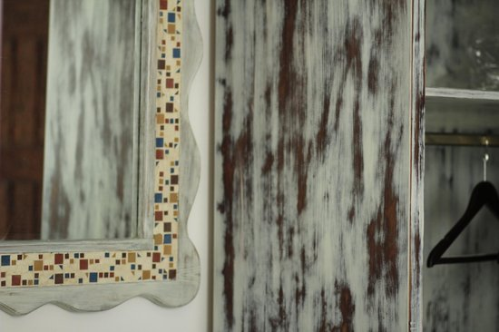 Filoxenia Cozy: mirror and cupboard finishing