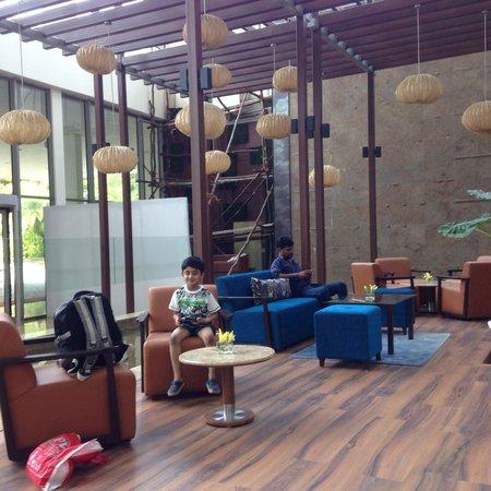 Radisson Blu Plaza Hotel Hyderabad Banjara Hills: Lobby