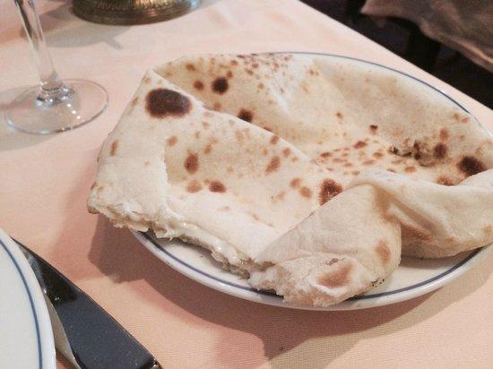 Le New Shalimar: Nan au fromage