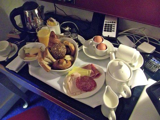 Radisson Blu Hotel, Cardiff: Fantastic room service breakfast