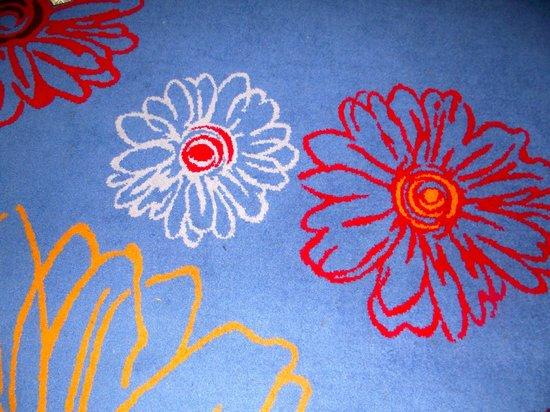 Radisson Blu Hotel, Cardiff: Cheerful carpet!